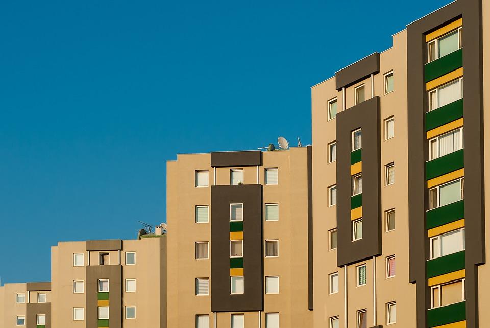 des bâtiments